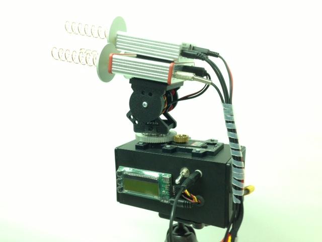 Pozemní stanice s antenna-trackerem a dvěma videopřijímači