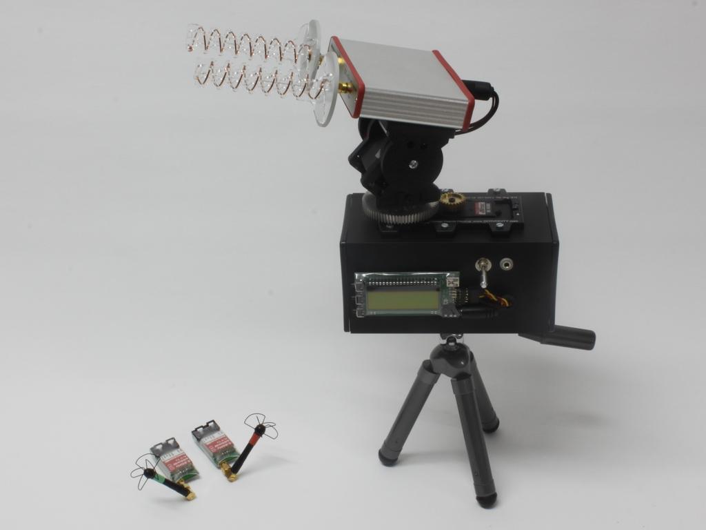Pozemní stanice s antenna-trackerem a diversity receiverem